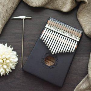 Kalimba 17 Mahogany Classical Black 03 1